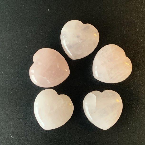 Hjerter små søde Rosenkvarts 20 mm, hul til vedhæng